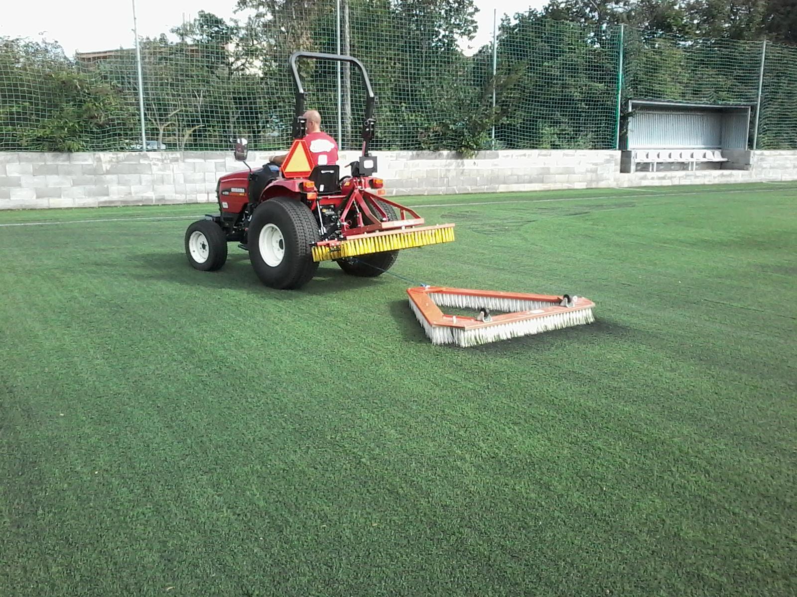 Specializované čištění umělého trávníku